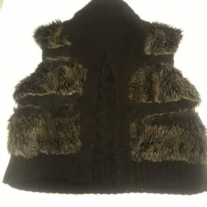 Arden B. Faux fur sweater vest size Large